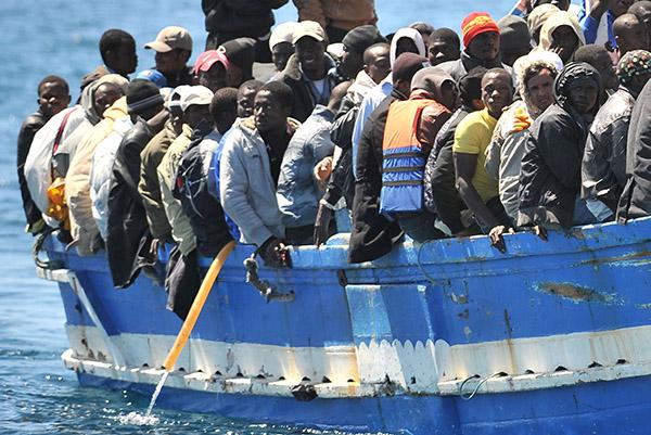 barcone-migranti-cosa-fare
