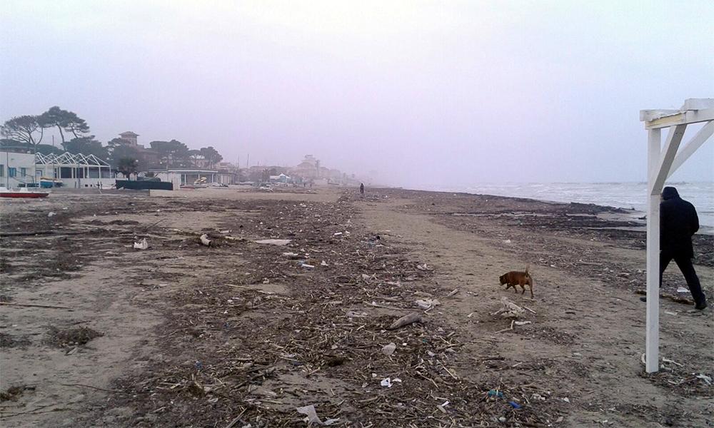 spiagge sporche porto san giorgio